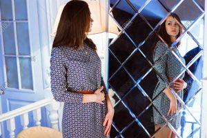 بررسی دقیق ظاهر لباس